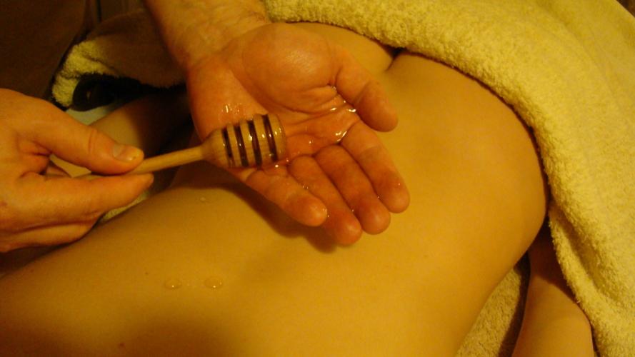 Медовый антицеллюлитный массаж видео