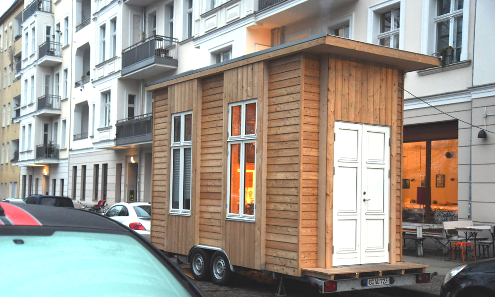 tiny100 in berlin small houses worth 100 euros per month. Black Bedroom Furniture Sets. Home Design Ideas
